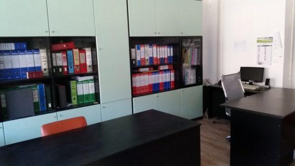 Mobile per ufficio di colore verde e nero 2 emme fallimenti for Arredamento magazzino
